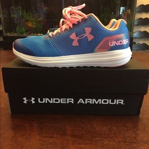NWT UNDER ARMOUR shoes size 7 woman's